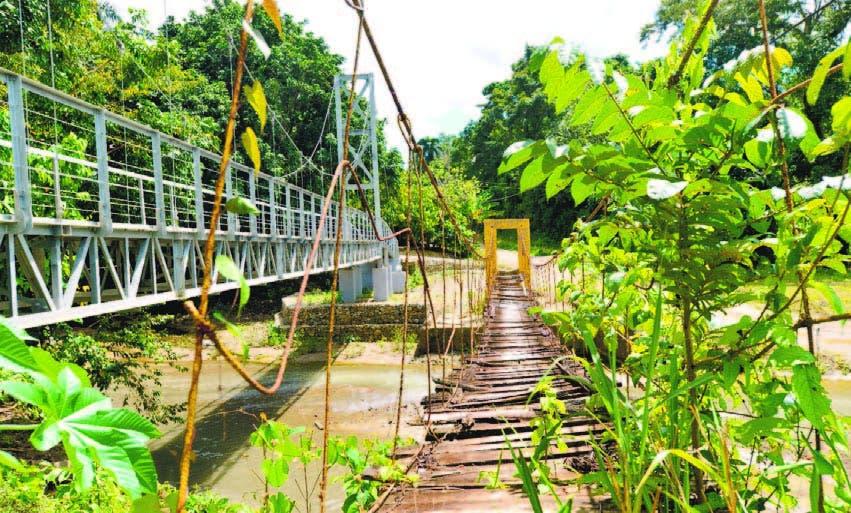 Este puente construido en Río Grande sustituirá a este puente colgante