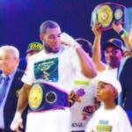 Félix -Mangú- Valera celebra luego de convertirse en campeón latino