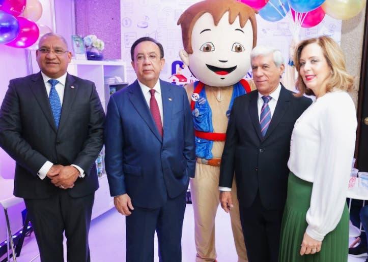 Héctor Valdez y ejecutivo Banco Cibao