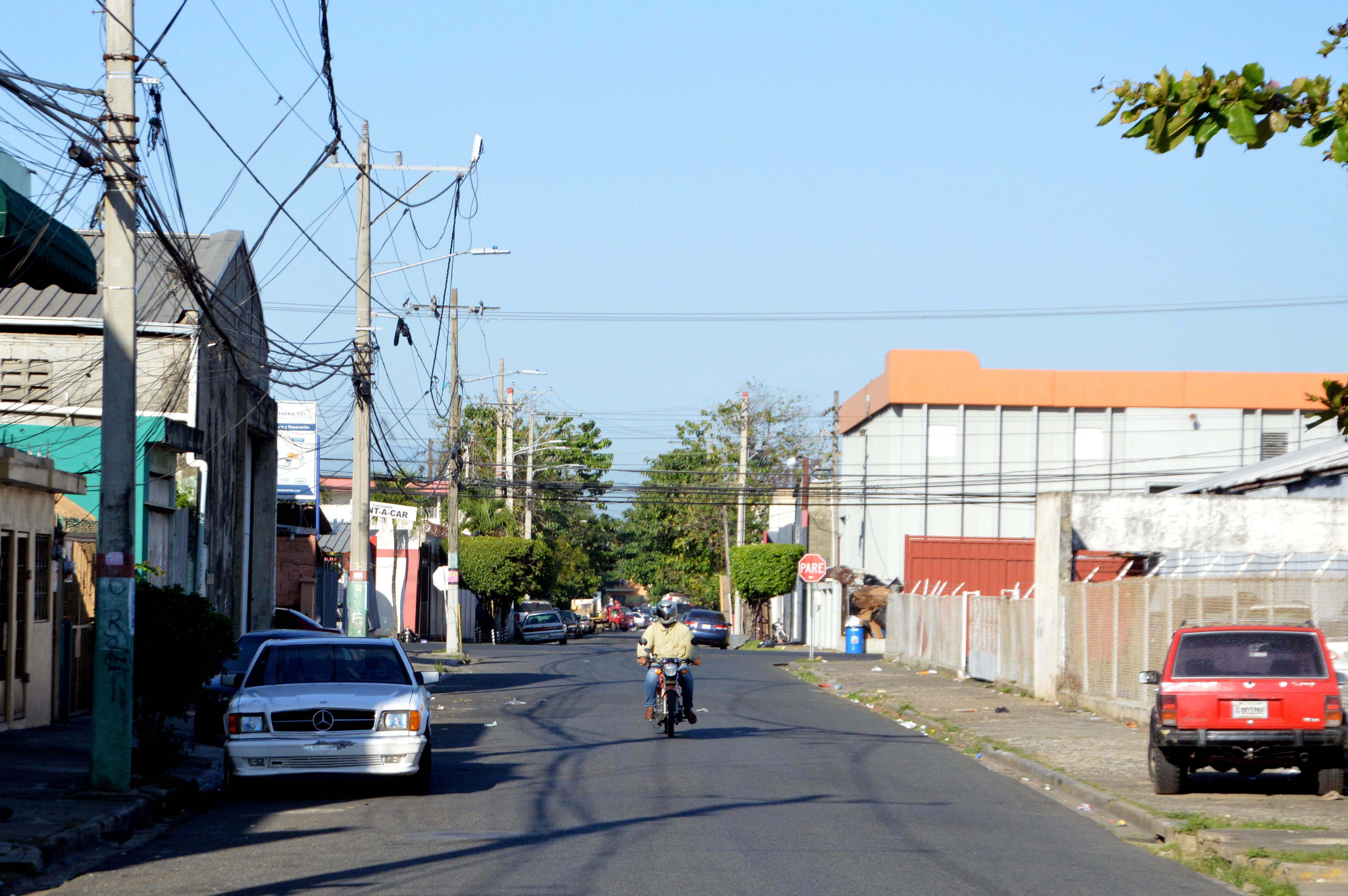 """Calle """"Licenciado Genaro Pérez"""", en el ensanche La Fe, de Santo Domingo. Hoy/ Napoleon Marte."""