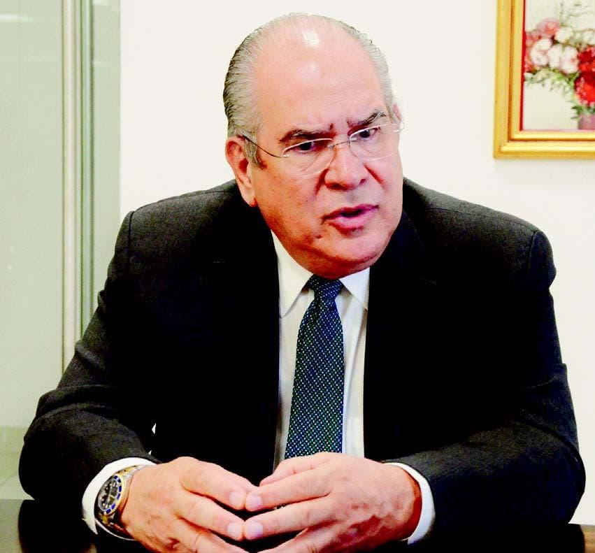 Jesús Feris Iglesias está dispuesto a colgar su bata de médico, para dedicarse exclusivamente a la política