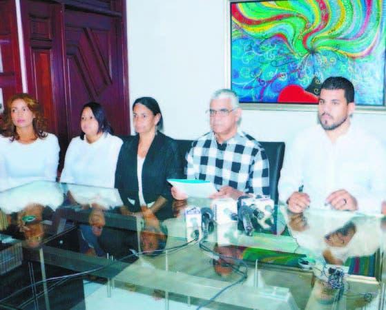 Los familiares de Alejandro Rodríguez en la rueda de prensa
