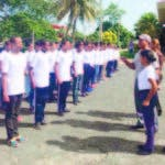 Los jóvenes durante su entrenamiento en Santo Domingo. Junto a ellos, coronel Jacobo Mateo Moquete