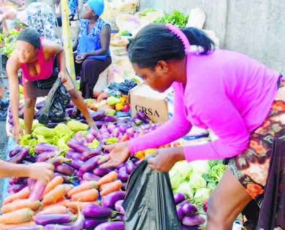 Los migrantes haitianos encuentran espacio en el negocio informal