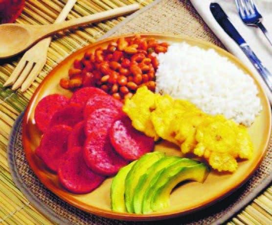 Los platos se prepararon con ingredientes tradicionales dominicanos