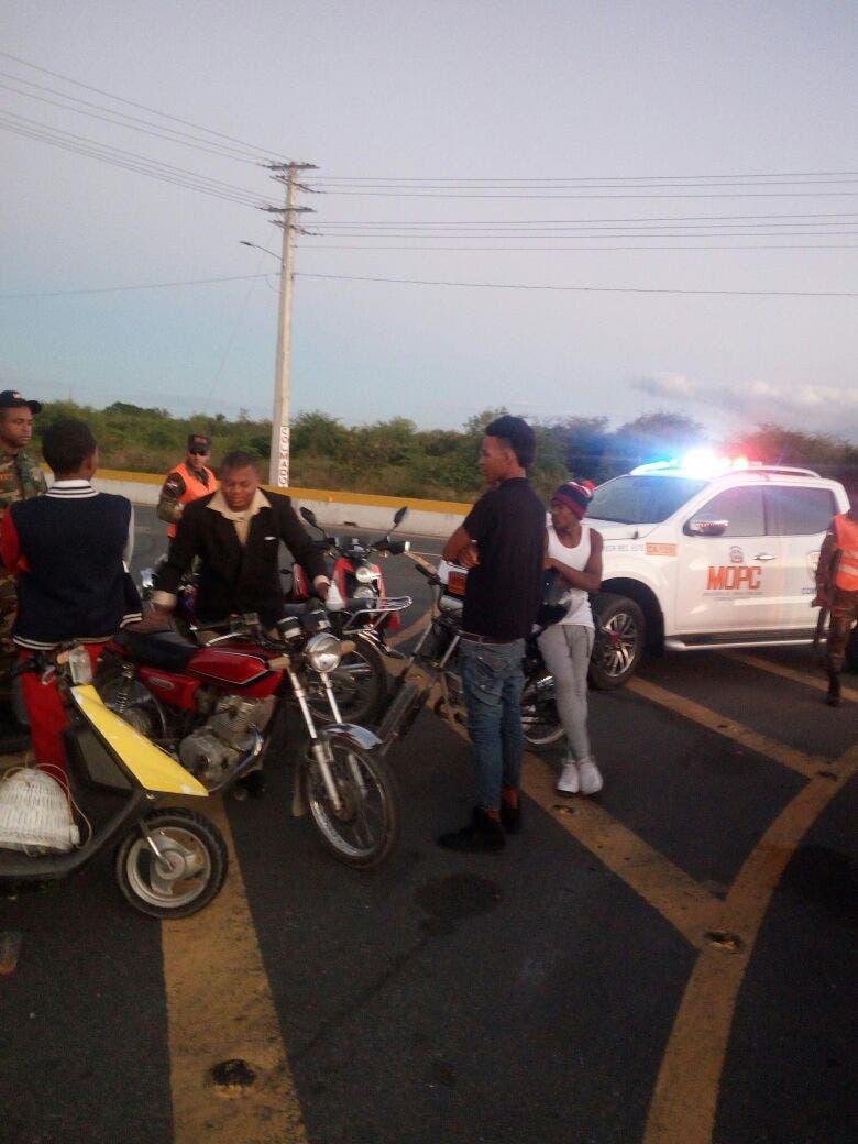 Retiene motocicletas por echar carreras en las autopistas Las Américas, Duarte y 6 de Noviembre