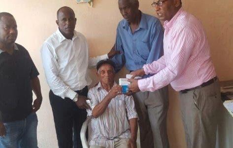 """""""Proyecto Makiley Sánchez"""" entrega medicina en dos barrios de San Cristóbal"""