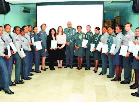 PN reconoce 16 mujeres policías por su valentía y apoyar la institución