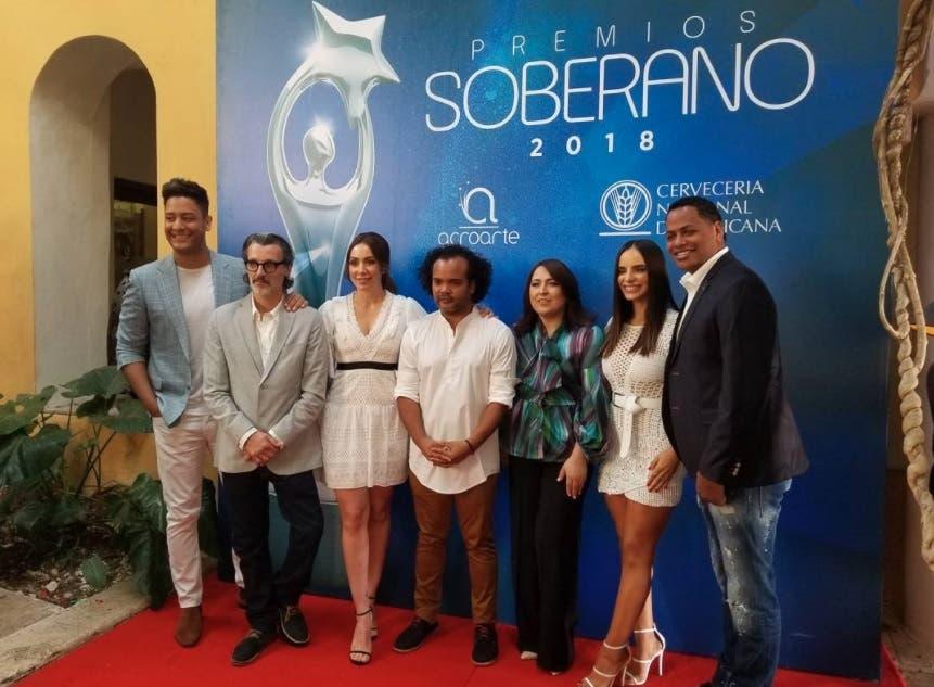 Talentos esperan por la hora «cero» para inicio de los Premios Soberano