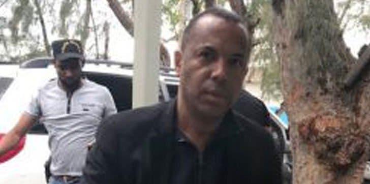 Aplazan medida de coerción contra exempleado de la alcaldía de Santiago acusado de millonario desfalco