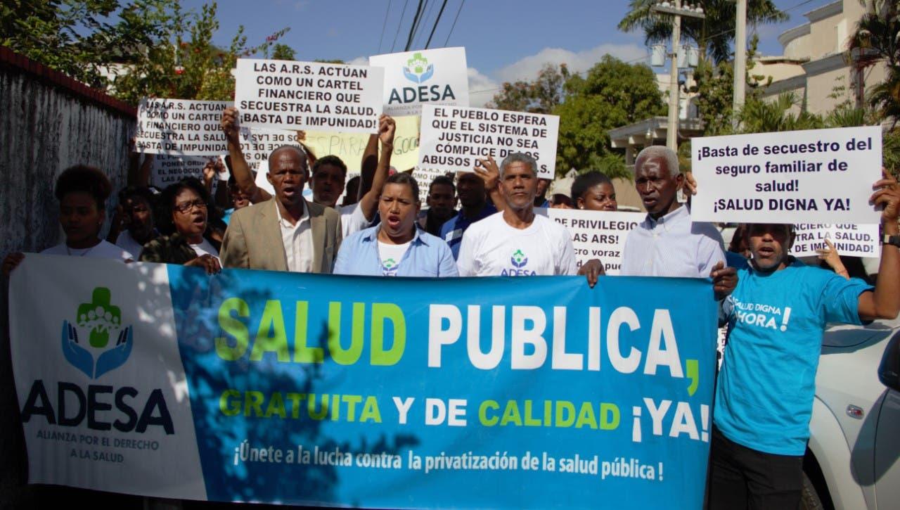 Organizaciones exigen al Estado obligar a las ARS a cumplir con el Seguro Familiar de Salud