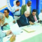 Tony Raful y demás miembros de la CNO en rueda de prensa ayer en Casa Nacional del PRM