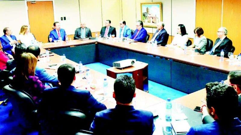 Valdez Albizu habló en un encuentro con tesoreros de los bancos