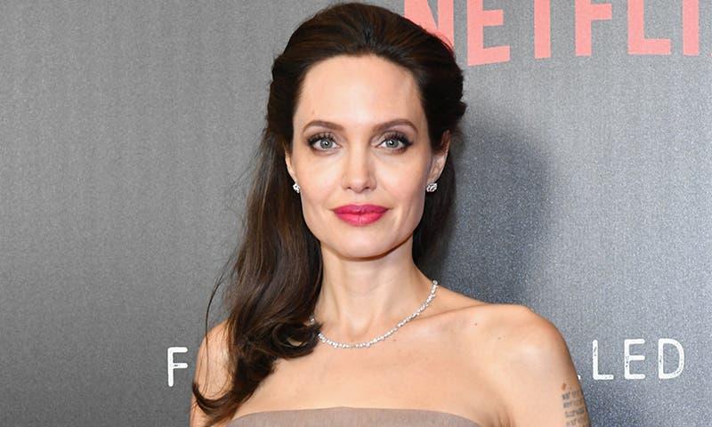 Jolie, defensora de refugiados, dice sirios están cansados de promesas vacías