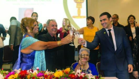 Escuela Otto Rivera gradúa  cientos de locutores
