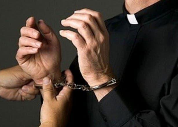 Vaticano arresta a sacerdote acusado por Canadá de tener pornografía infantil