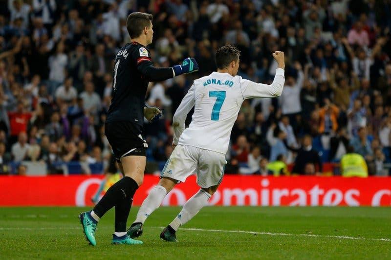 Cristiano anota de taco y evita derrota del Madrid