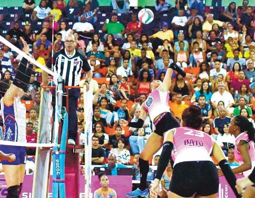 Cristo Rey y Las Guerreras se imponen en la Liga de Voleibol