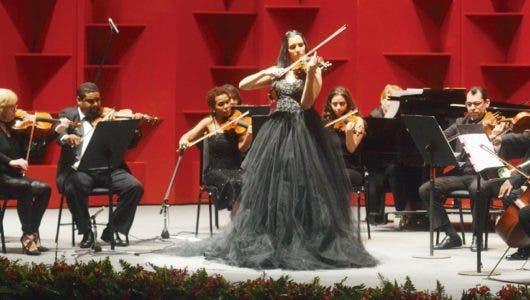 AISHA SYED La fascinación de un violín entre estaciones