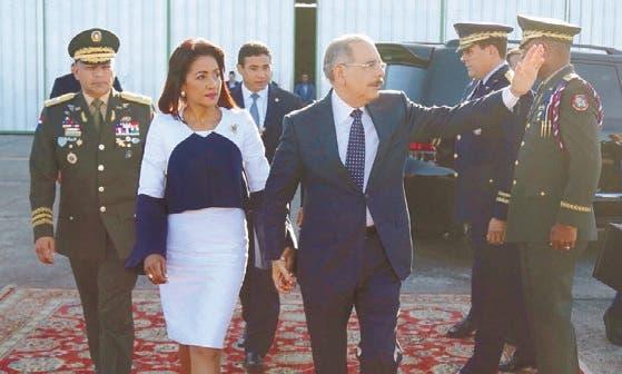 El presidente Danilo Medina y la primera dama Cándida Montilla de Medina rumbo a Lima, Perú.