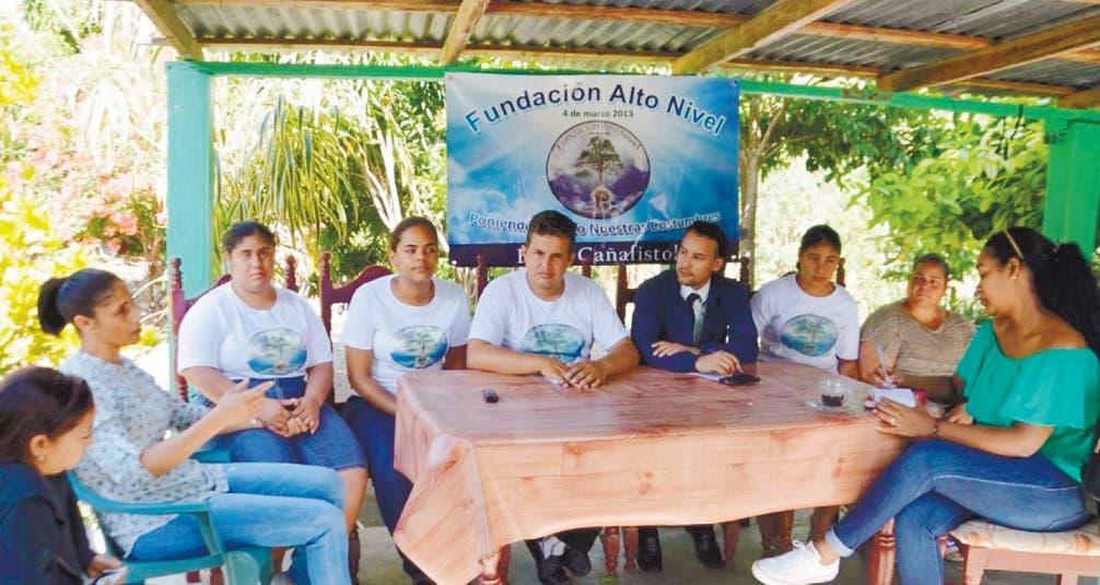Jóvenes de Cañafistol trabajan por su comunidad