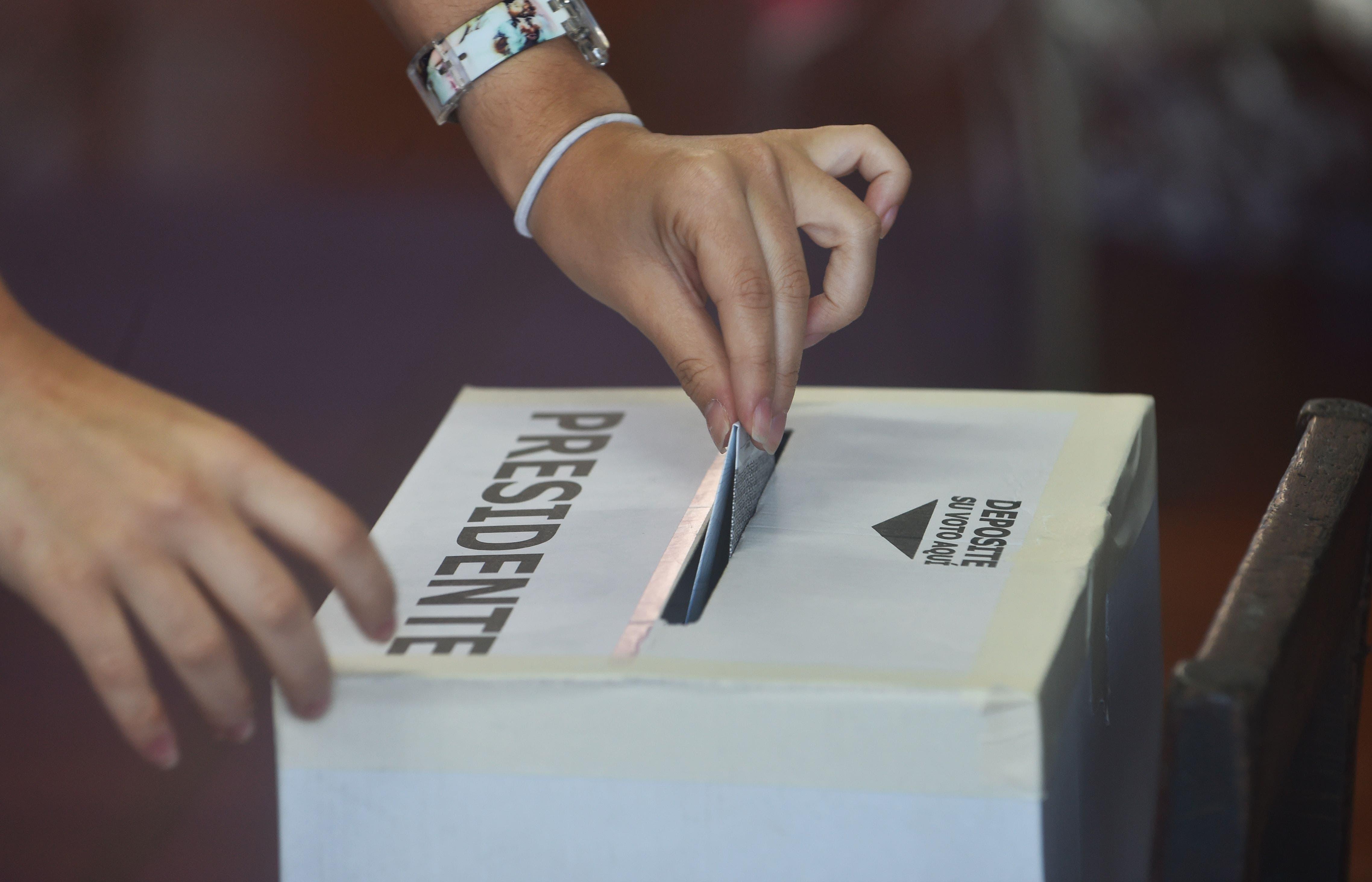 Abren las mesas de votación para la segunda ronda presidencial en Costa Rica