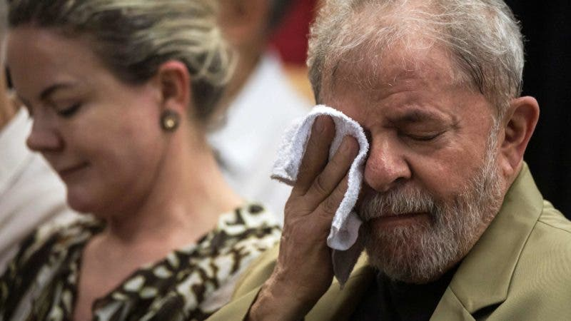 "(FILES) In this file photo taken on March 16, 2018 Brazilian former president Luiz Inacio Lula da Silva (R) next to Brazilian senator and president of the Workers Party (PT) Gleisi Hoffmann during the launching of the book ""A Verdade Vencerá: O Povo Sabe Por Que Me Condenam"" (The truth will overcome: The people know why they condemn me) in Sao Paulo, Brazil. Brazil's Supreme Court on Thursday, April 5, 2018 rejected former president Luiz Inacio Lula da Silva's bid to delay a 12 year prison sentence for corruption, a ruling that could upend presidential elections in Latin America's biggest country. The 6-5 ruling means that Lula -- who was Brazil's most popular leader on record and is the frontrunner ahead of the October 7 polls -- could be arrested within days.  / AFP / NELSON ALMEIDA"