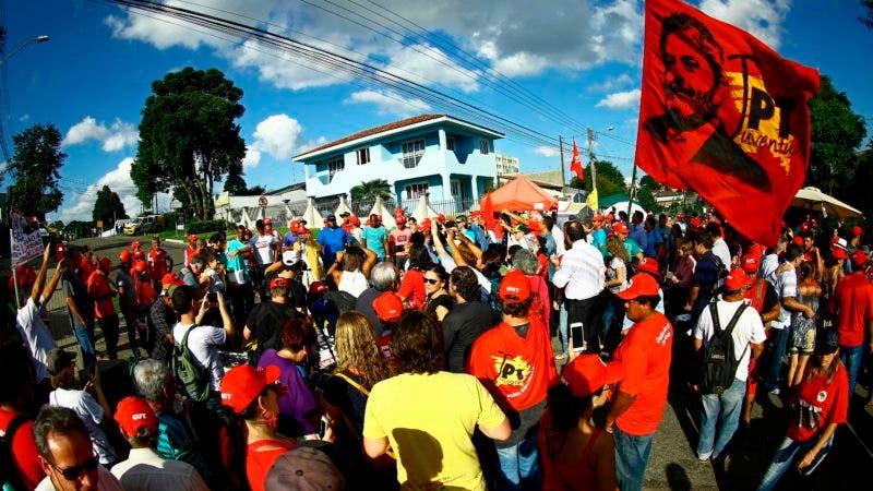 Moro le negó privilegios a Lula, que se refugia en la lectura