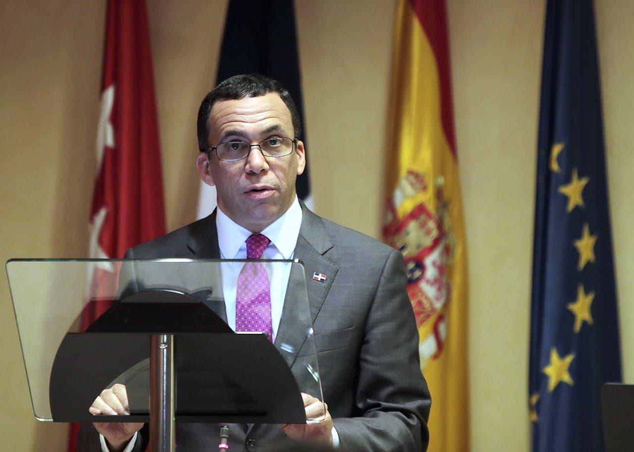 Andrés Navarro expone en España los avances de la Revolución Educativa