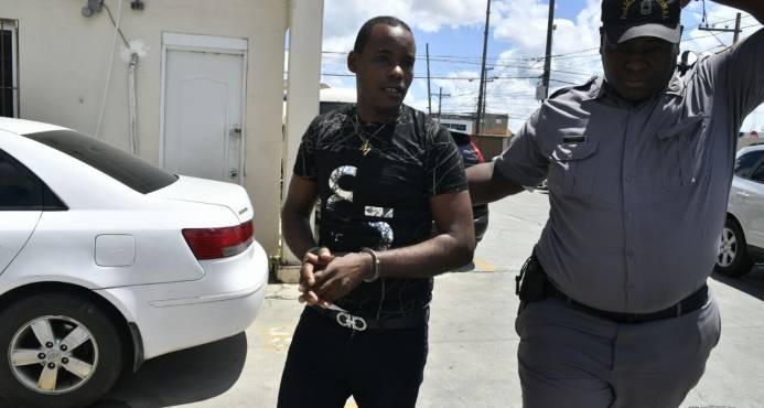 Procuraduría pide liberar joven denunció estaba preso por crimen de otro pero lo procesará por otros cargos