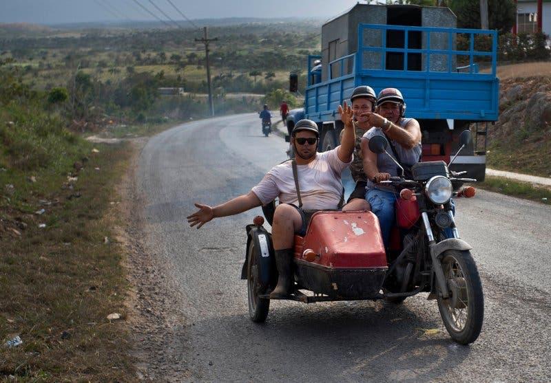 Fotos: Cubanos de todas las generaciones siguen con esperanza el relevo de Raúl Castro en la presidencia