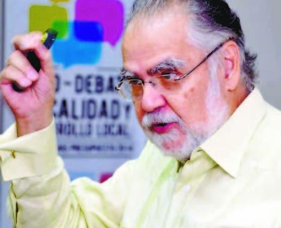 Economista Miguel Ceara Hatton cree se deben crear más empleos.