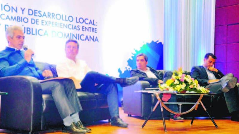 El alcalde del municipio de Sabana Iglesia, Antonio Vargas (Tony), en el diálogo con los alcaldes chilenos,