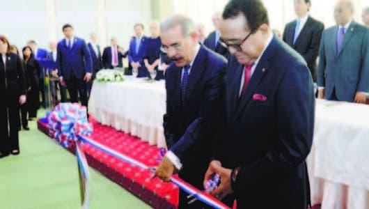 Utesa inaugura un moderno centro de convenciones