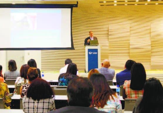 El doctor Francisco Álvarez Alma, habla sobre la endometriosis