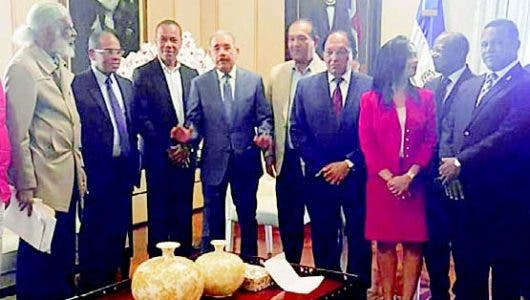 Medina se reunió con transportistas en Palacio