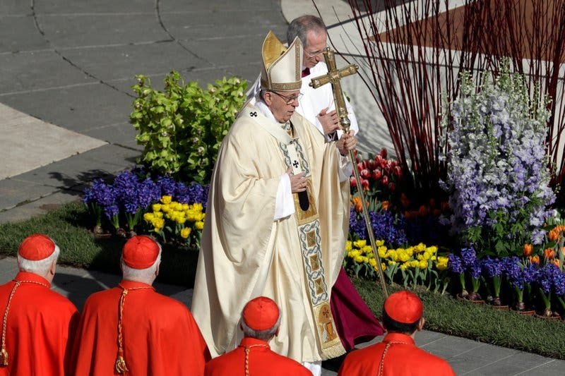 El papa oficia misa de Pascua en la Plaza de San Pedro