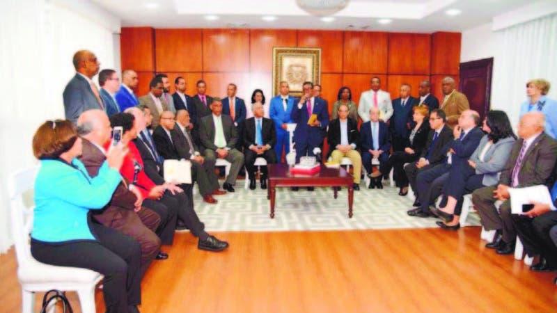 En el Bloque de Oposición estuvieron Minou Tavárez, Jesús Vásquez (Chú) y Pelegrín Castillo, entre otros