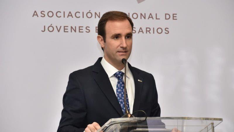Raúl Hoyo,.