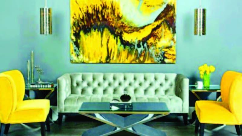 Si quiere el amarillo en casa, con unas butacas, un cuadro y unas flores como acentos, basta