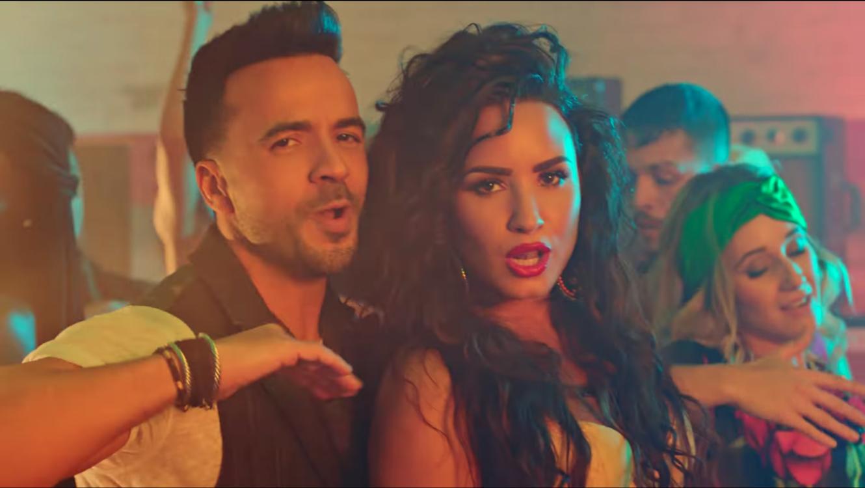 """Lovato y Fonsi interpretan por primera vez «Échame la culpa"""" en un escenario"""
