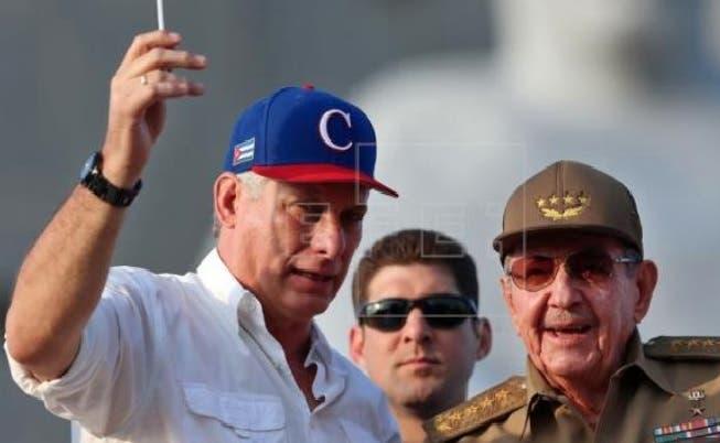 Raúl Castro recibe a Díaz-Canel en primera aparición pública tras una cirugía