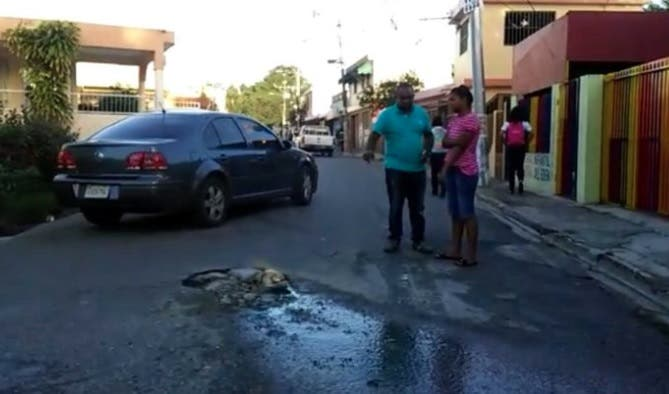 Video: Se desborda otra vez la cloaca que  pone en peligro salud de niños de Guardería