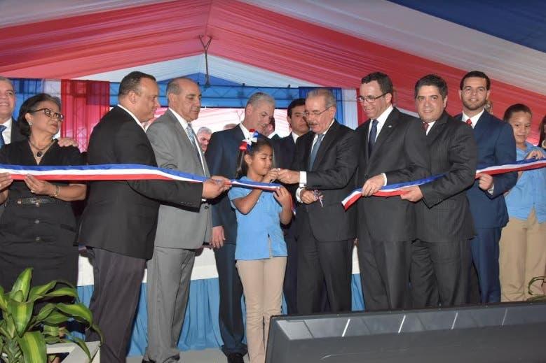Danilo Medina entrega tres escuelas acogerán 2,275 estudiantes de Moca