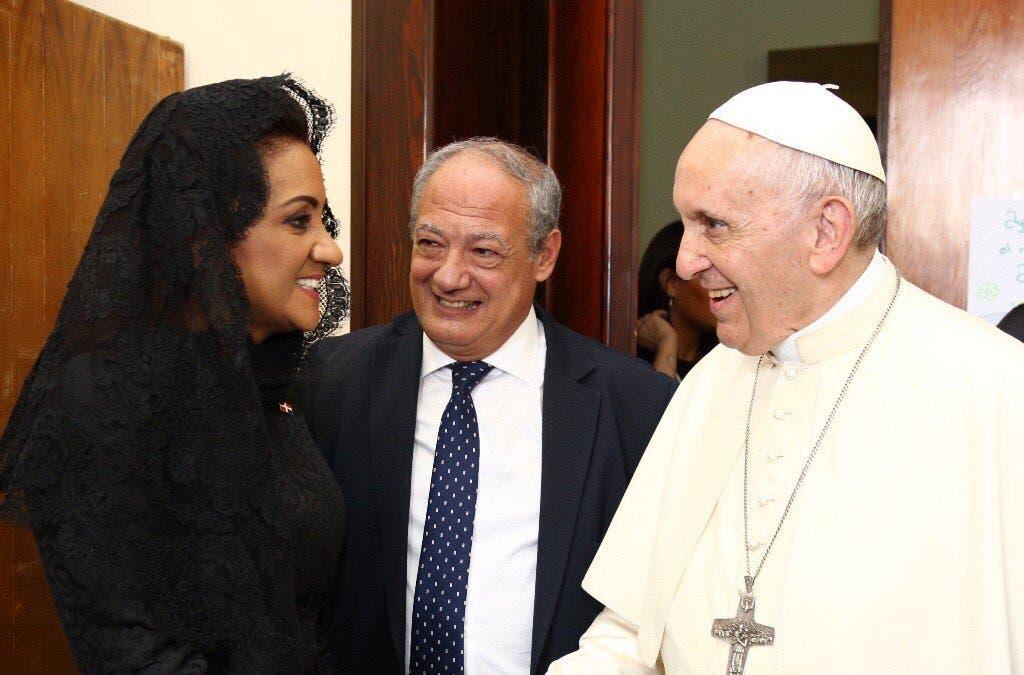 Primera Dama regresa al país tras encuentro con el Papa Francisco en Ciudad del Vaticano
