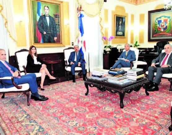 Ejecutivos y funcionarios en Palacio Nacional para hablar de acuerdo