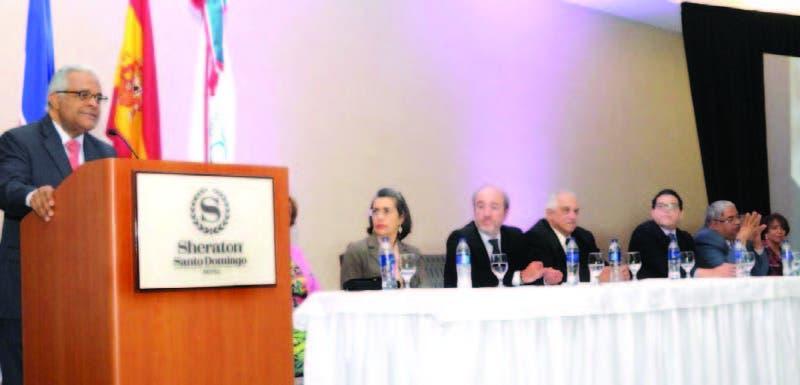 El Ministro de Salud Pública, Rafael Sanchez Cárdenas se dirige a los presente