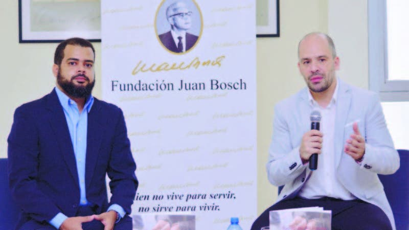 El economista Airon Fernández junto al cientista social Matías Bosch