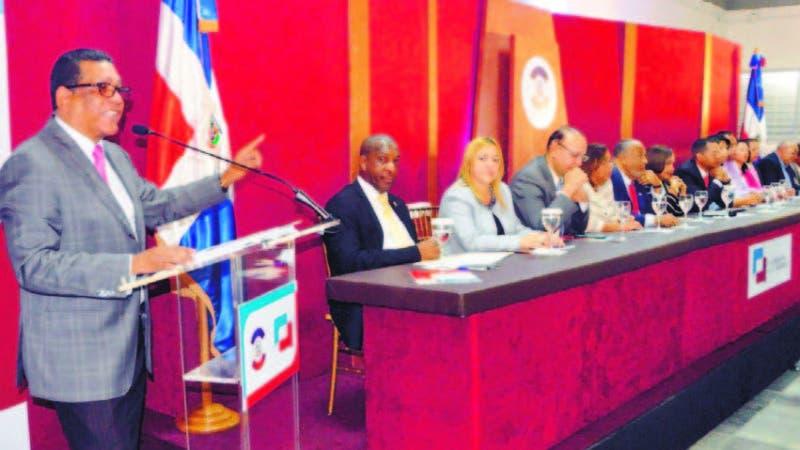 El presidente de la Cámara de Diputados, Rubén Maldonado, encabezó el foro