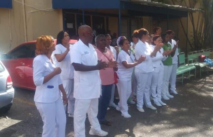 Gremios de enfermería declaran paro laboral en hospital Arístides Fiallo de La Romana